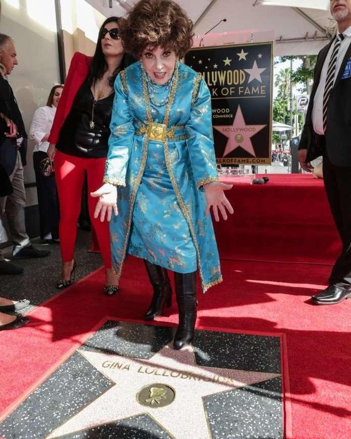 «Давно было пора»: на Аллее славы открыли именную звезду Джины Лоллобриджиды