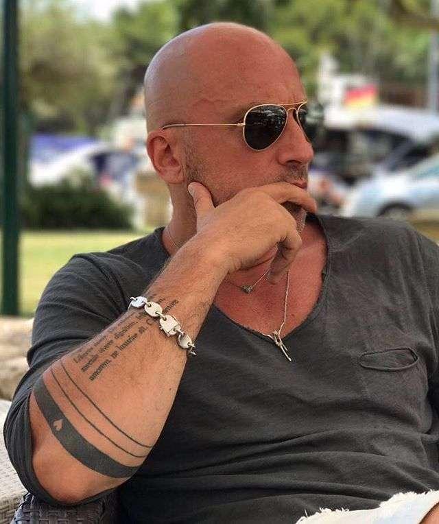 «Так всегда выглядел папа»: видео с драконом вернуло Дмитрия Нагиева в детство
