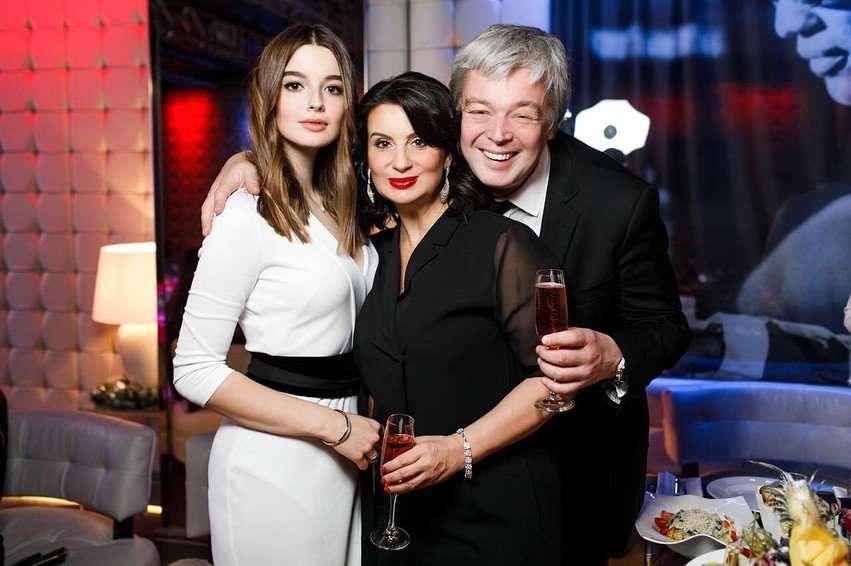 Младшая дочь Стриженовых отметила день рождения со своим парнем
