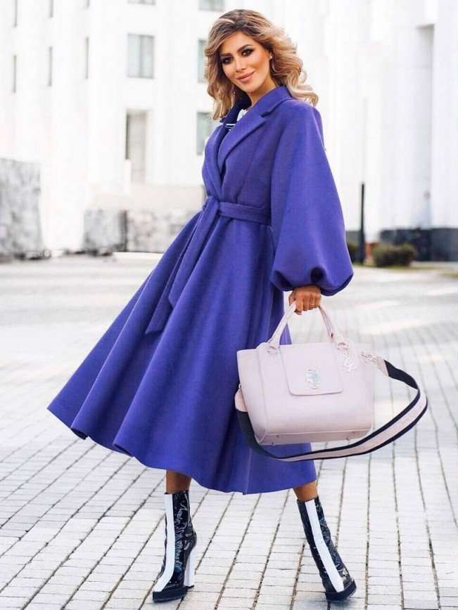 Забудьте про пастель: Белла Потемкина учит носить сине-фиолетовый неон