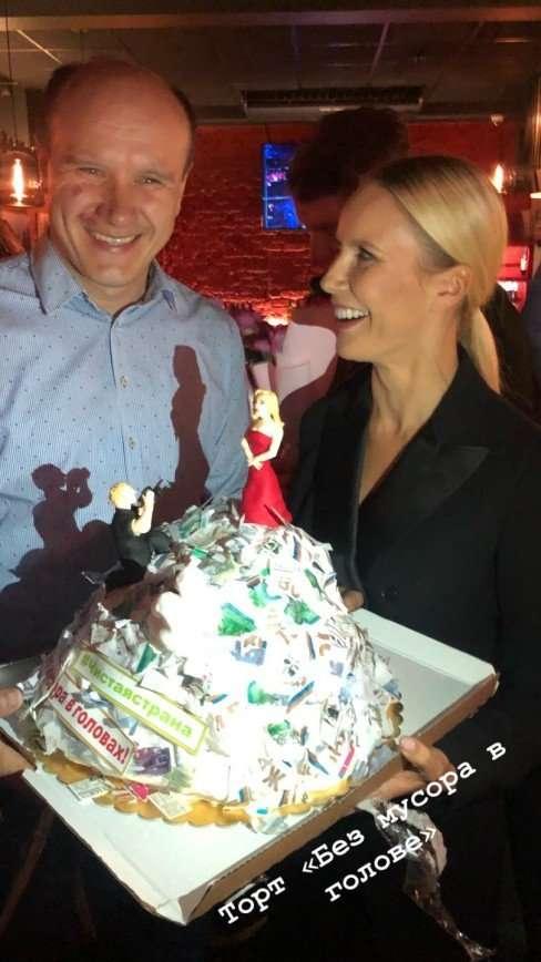 Торт в виде мусорной кучи: Елену Летучую поздравили со стартом нового проетка