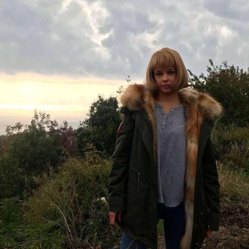Блондинка с каре: Екатерина Шпица преобразилась ради съемок
