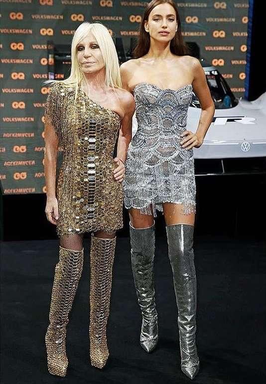 Ирина Шейк и Донателла Версаче появились на церемонии «Человек года» в схожих нарядах