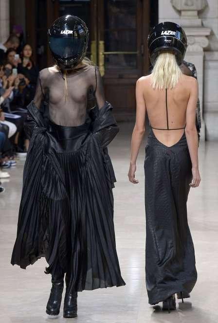 Неделя высокой моды в Париже шокировала публику