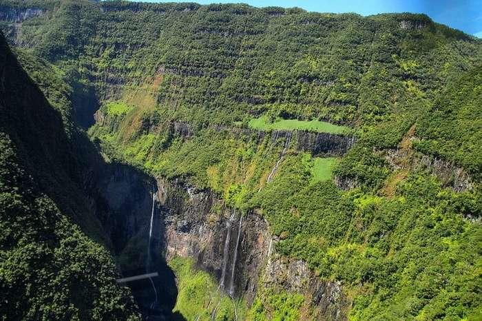 Леса и водопады каньона Тру де Фер