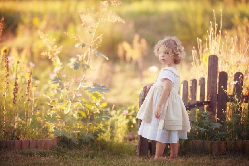 Креативная мама сочиняет сказочные истории для своих детей