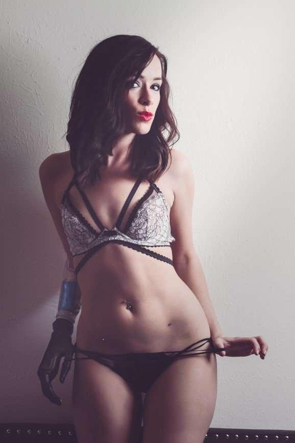 Ребека Марин - фотомодель без руки