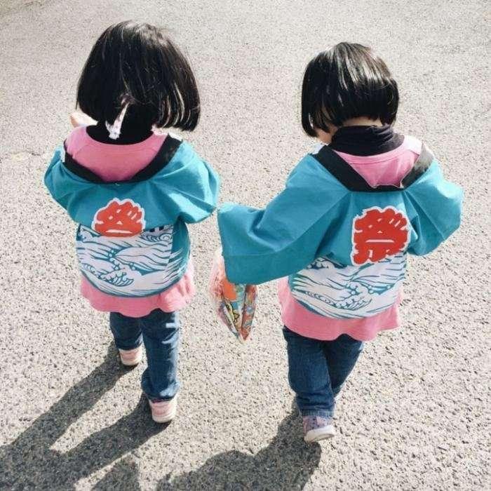 Игривые близняшки из Японии