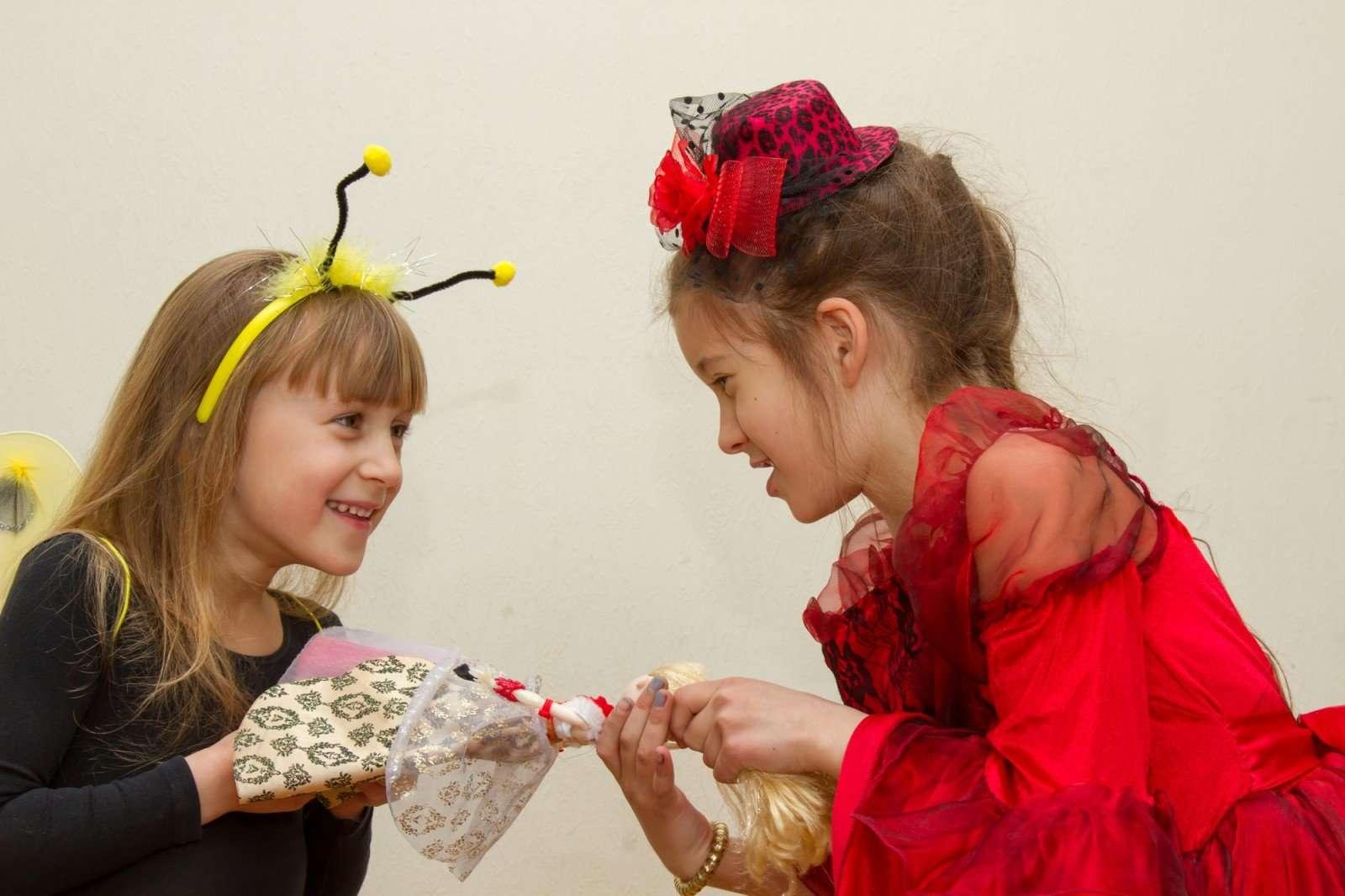 Жадина-говядина — молодец! Как научить ребенка ценить свои вещи и почему делиться не всегда хорошо