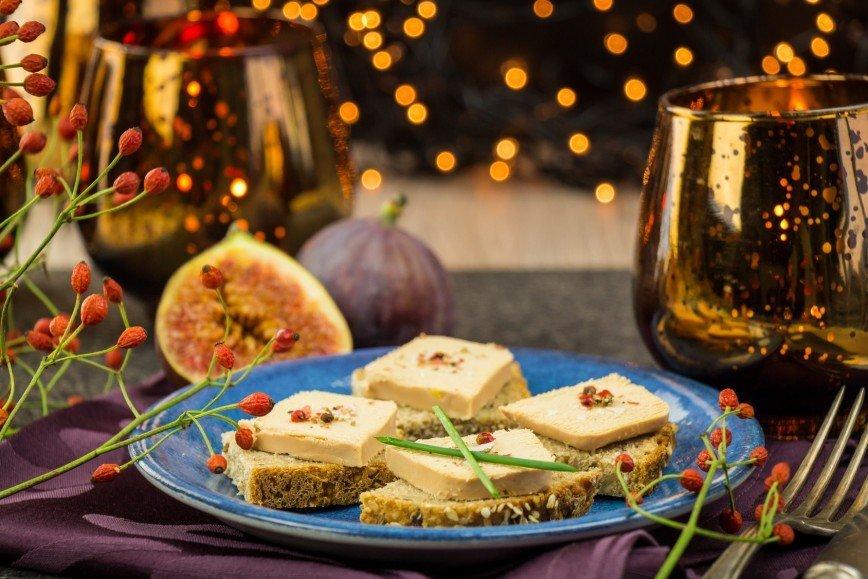 Новогодний стол без санкций: какие деликатесы заказать из Европы?