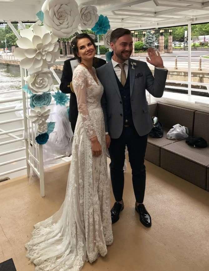 Красиво жить не запретишь: известный ведущий женился в Нью-Йорке на берегу Гудзона